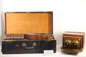 J.H. Dallmeyer Optician, Londres Cámara estereoscópica de doble objetivo con caja de placas y accesorios, 1860. Colección Mur Fotocasión (Madrid)